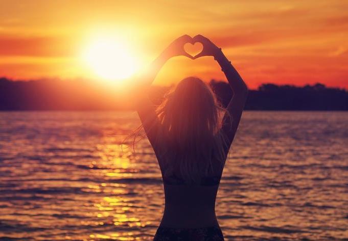 Girl-Make-Heart-